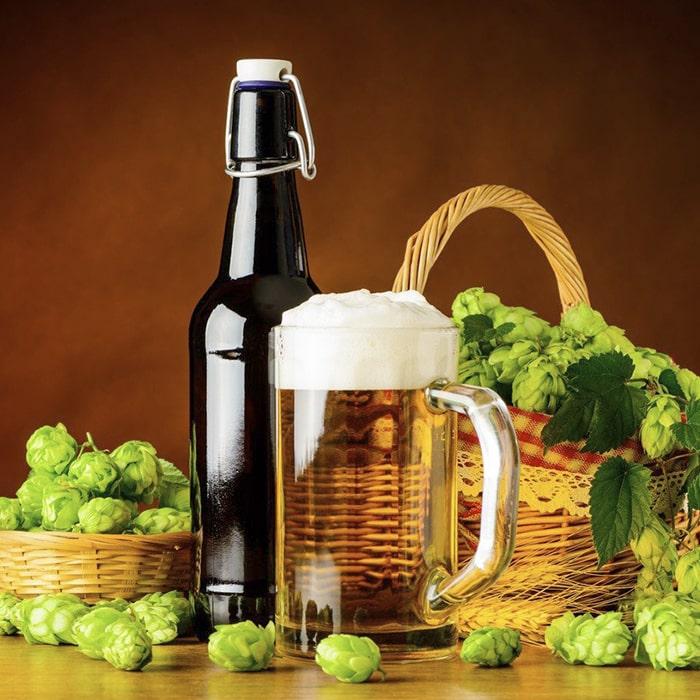 корзинка с хмелем, бутылка и кружка с пивом - производные от бета глюканаза фермент