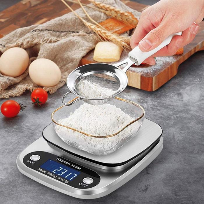 весы для взвешивания пищевых ингредиентов.