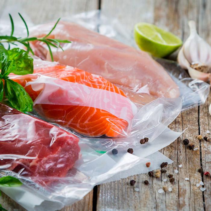 Мясо и рыба в вакуумной упаковке